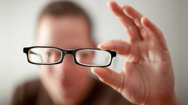 Loạn thị: Nguyên nhân, triệu chứng và cách khắc phục