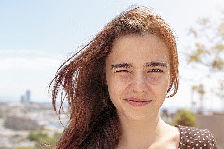 Đục thủy tinh thể ở người trẻ: Hãy đeo kính râm khi trời nắng!
