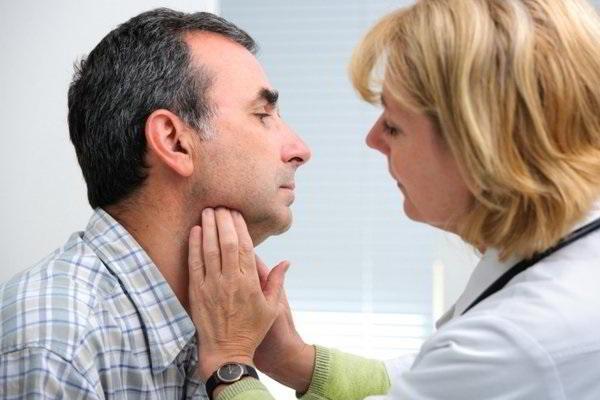 Dấu hiệu nào bạn nên đi tầm soát ung thư vòm họng ngay 2