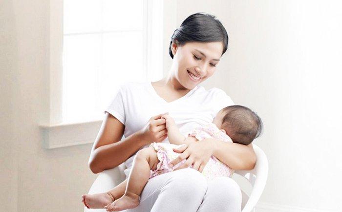 Gambar : Pemberian ASI kepada bayi