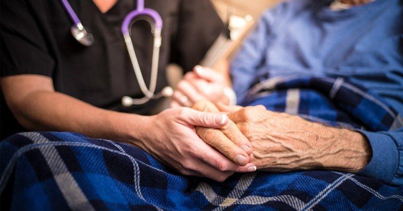 Bệnh Parkinson: Những thắc mắc thường gặp về căn bệnh gây run ở người cao tuổi